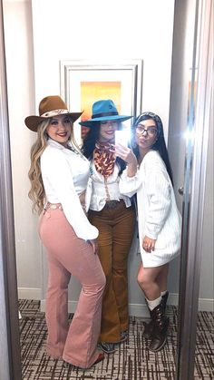 Vaqueras outfits Easy Marriage ceremony Clothes Greater than anyone else, the bride is probably the Western Outfits Women, Cowgirl Outfits, Country Outfits, Country Girls, Western Wear, Western Style, Modest Fashion, Fashion Outfits, What To Wear