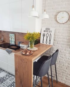 The 26 Greatest Small Kitchen Design Ideas for Your Tiny Spa.- The 26 Greatest Small Kitchen Design Ideas for Your Tiny Space Source by xoLouisa - Studio Kitchen, New Kitchen, Studio Apartment Kitchen, Brick Wall In Kitchen, Small Dining Table Apartment, Small Apartment Living, Funny Kitchen, Dining Room, Natural Kitchen