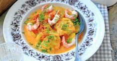 Denna gryta på lax och saffran är värmande bjudmat för myskvällar med familj och vänner. Thai Red Curry, Seafood, Food And Drink, Fish, Land, Ethnic Recipes, Dinner Soups, Foods, Inspiration