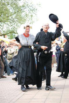 Terneuzen 09052009 DSC_0362 by jo_koneko_san, via Flickr #Zeeland #ZuidBeveland #protestant Bridesmaid Dresses, Wedding Dresses, Traditional Dresses, Holland, Dutch, Costumes, Explore, Gallery, People