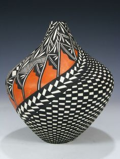 Wonderful Photographs african Pottery Designs Tips Acoma Pueblo Pottery Ceramic Pottery, Pottery Art, Ceramic Art, Native American Design, Native American Pottery, Pottery Painting Designs, Pottery Designs, Carillons Diy, African Pottery
