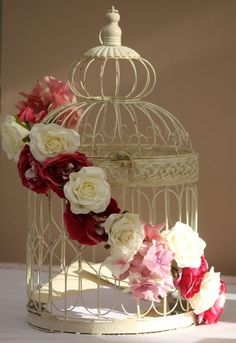 Birdcage wrapped in Roses, a perfect combination!