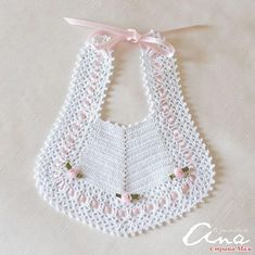 Babero Blanco con lazo Rosa y 3 flores Chevron patch and then edging ! Scarpina ballerina décolleté c A Soft Cream Knit Baby's Hat With Pink Satin by TheChildrensRoom Baby bibs, Purchase new child bibs inclusive of multipack bibs, coverall bibs, slow fa Crochet Baby Bibs, Crochet Baby Clothes, Crochet For Kids, Free Crochet, Knit Crochet, Baby Hats Knitting, Baby Knitting Patterns, Baby Patterns, Crochet Patterns