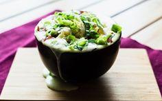 """Uuniperunakeitto - Lohturuokien ehdoton ykkönen on amerikkalaisten rakastama """"loaded baked potato soup"""". Resepti Hannan soppa -blogilta (www.hannansoppa.com)."""