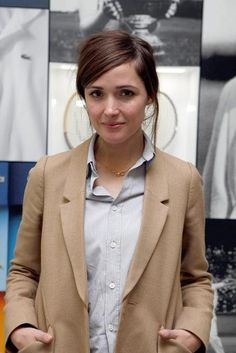 Rose Byrne- simple and classic style