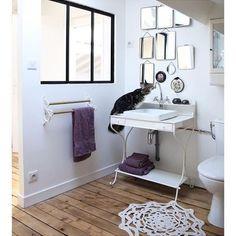 Quelqu'un a soif!  #muramur #repost : @jesussauvage#miroir #mirrors #wood #coophomegoods #homegoods #interiordecorating #interiordesign #dominomag #midcenturymodern #SOdomino #home #maison #homedecor #decor #homedesign #homestyle #instahome #mtlblogger #white #industrial #minimalist #salledebain