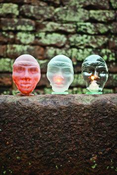 Máscaras em fusing,  porta velas. By Jacyra. http://www.jacyraartes.com.br/
