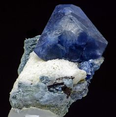 Benitoite TOP   Item no. 8193 Dallas/Benitoite Gem Mine San Benito County California USA  Size: 2.1x1.2x1.2 cm Weight: 11 g Current price:	800.00$ Top quality, very aesthetic thumbnail specimen of benitoite crystal (1.2cm). Great contrast! From classic, already exhaused locality.