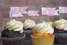 Bridal Buzz: Cupcake Flags via Weddingbee Pro Heart Cupcakes, Love Cupcakes, Wedding Cupcakes, Wedding Cake, Cupcake Flags, Diy Cupcake, Cupcake Ideas, Cop Cake, Princess Cupcake Toppers