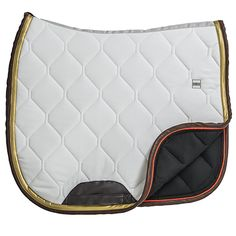 Tapis de selle Quartz.    Forme: Dressage. Couleurs : Blanc / Marron / Doré.