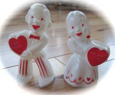 VINTAGE ROSBRO PLASTIC VALENTINE BOY & GIRL CANDY-TO MY VALENTINE-BE MINE-PAIR
