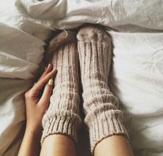 cozy socks make us want to snuggle in bed all day.Im OBSESSED with cozy socks! Hygge, Fall Inspiration, Fashion Inspiration, Oversize Pullover, Over Boots, Cozy Socks, Knit Socks, Bed Socks, Women's Socks