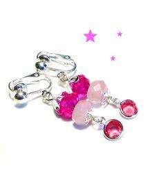 Farbenfrohe Kinderohrclips mit pinkfarbenen Glasperlen, Rosenquarz und kleinen Glassteinchen in Fassung