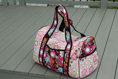 Wonderful Picture of Duffle Bag Sewing Pattern Duffle Bag Sewing Pattern Simplicity Pattern 2600 Duffle Bag Patterns, Bag Patterns To Sew, Sewing Patterns, Bag Pattern Free, Tote Pattern, Diy Duffle Bag, Duffel Bags, Bag Sewing, Ruffles Bag