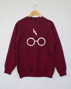Harry Potter inspired sweatshirt from Etsy! Harry Potter Sweatshirt, Harry Potter Shirts, Harry Potter Style, Harry Potter Outfits, Estilo Geek, Harry Potter Glasses, Mein Style, Sweater Weather, Hoodies