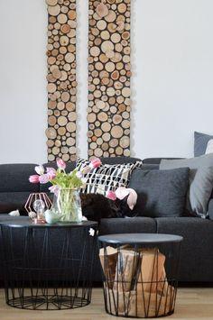 Naptime | SoLebIch.de Foto: vena_an #solebich #wohnzimmer #ideen #skandinavisch #möbel #einrichten #wandgestaltung #farben #holz #dekoration #wohnideen #einrichtung #sofa #grau #schwarz #tulpen #frühling #blumendeko #beistelltisch #wandbehang