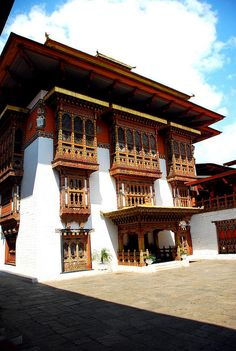 Bhutan shangri la traditional building