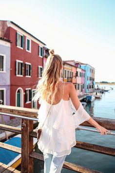 Colorful Burano | Venice, Italy: http://www.ohhcouture.com/2017/05/mavi-burano-italy/ #leoniehanne #ohhcouture