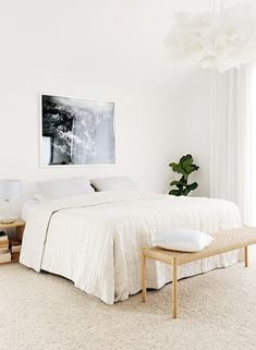 Le retour de la moquette - Believe It or Not: 9 Bedrooms Absolutely Killing It With Wall-to-Wall Carpet Carpet Diy, White Carpet, Wall Carpet, Bedroom Carpet, Bedrooms With Carpet, Stair Carpet, Cheap Carpet, White Bedrooms, Bedroom Decor