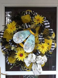 Best 12 Bee deco mesh Wreath by LifeIzBeautiful Deco Mesh Crafts, Wreath Crafts, Diy Wreath, Wreath Ideas, Wreath Making, Wreaths And Garlands, Deco Mesh Wreaths, Easter Wreaths, Holiday Wreaths