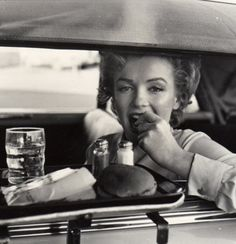 Marilyn monroe | snacking | burger meal | actress | hollywood | glamourous | drive through | www.republicofyou.com.au