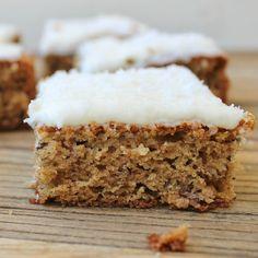 Vegan Carrot Cake with Cashew Frosting - The Green Bowl Banana Recipes, Cake Recipes, Bread Recipes, Dessert Recipes, Kamut, Easy Baked Potato, Easy Slice, Lemon Icing, Vegan Carrot Cakes