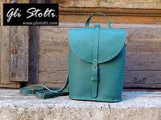 """Zainetto artigianale in cuoio lavorato e cuicito a mano """"Pixie"""" (vari colori). Vai al link per tutte le info: http://glistolti.shopmania.biz/compra/zainetto-in-cuoio-pixie-vari-colori-101 Gli Stolti Original Design. Handmade in Italy. #glistolti #moda #artigianato #madeinitaly #design #stile #roma #rome #shopping #fashion #handmade #style #cuoio #leather"""
