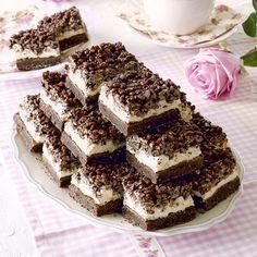 En fantastiskt god blandning av choklad, marshmallows och krispiga flingor. Bagan, Baking Recipes, Cake Recipes, Cookie Cake Pie, Kolaci I Torte, Chocolate Sweets, Swedish Recipes, Desert Recipes, Cakes And More