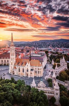 3 days in Budapest – best things to do in Hungary's exciting capital Budapest Nightlife, Budapest Travel, Places To Travel, Places To Visit, Travel Things, Beautiful Places, Beautiful Pictures, Hungary Travel, Romantic Destinations