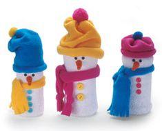Снеговики из пластиковых бутылок и носков