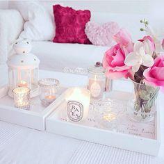 http://allthangzglam.tumblr.com/ Home Decor! Decoração da sala no branco com rosa/ pink! Linda e romântica!
