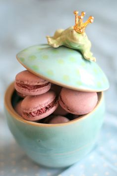 macaron frog :) beautiful colors.