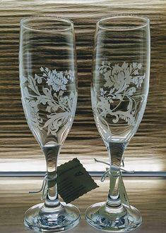 Ručne gravírované svadobné poháre s rastlinným motívom okolo celého obvodu. Jemné, prepracované gravírovanie. V prípade záujmu Vám rada dogravírujem mená a dátum svadby.... Glass Engraving, Flute, Champagne, Tableware, Handmade, Wedding, Valentines Day Weddings, Dinnerware, Hand Made