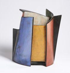 Lidya Buzio es una ceramista de origen uruguayo que ha desarrollado toda su carrera artística en Nueva York.