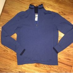 Patagonia 100% Merino Wool Quarter Zip Sweater BOGO 50% off!  WILL TRADE FOR LULU RUN SWIFTLY TECH 1/2 ZIP OR ANOTHER PATAGONIA **Willing to lower so you can get discounted shipping** This is a like new condition Patagonia quarter zip sweater made of 100% merino wool. It is extremely soft & comfortable. Wool material feels very similar to 100% cashmere. A dark blue color with navy blue accents around it. Size mens medium - fits comfortably for women as a simple warm pullover. Beautiful…