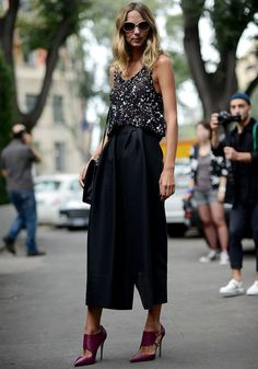 As culottes podem ser a opção perfeita para substituir a saia ou o short, peças carimbadas de look de balada. Elas deixam sua produção elegante e, ainda, são muito mais trendy.
