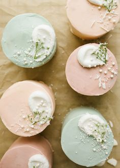 These mini layer cakes have vanilla layers and buttercream and are cute and delicious treats for gifting or sharing with a few! Check out the tutorial here! Mini Cake Pans, Mini Cakes, Cupcake Cakes, Mini Wedding Cakes, Mothers Day Cake, Happy Mothers, Mothers Day Desserts, Pastel Cakes, Cakes Plus