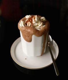 αληθινή βιενέζικη σοκολάτα Chocolate Sweets, Hot Chocolate Recipes, Cookbook Recipes, Cooking Recipes, Food Photo, Finger Foods, Food Processor Recipes, Food To Make, Food And Drink