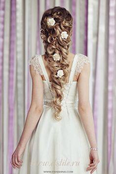 Wedding Tones: Beautiful Bridal Hairstyles for Blonde Hair