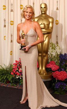 "Charlize Theron, winner for Best Actress in ""Monster"" at the Academy Awards, J. Academy Award Winners, Oscar Winners, Academy Awards, Julia Roberts, Keanu Reeves, Vanity Fair, Robes D'oscar, Vestidos Oscar, Les Oscars"