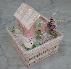 how cute is this pink glitter house gift box
