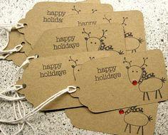 Set de regalo para las fiestas kraft marrón 8 etiquetas. Cada etiqueta mide 2 por 4 y está marcado con un lindo Reno y las palabras felices
