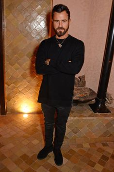 Justin Theroux attend a cocktail party ahead of the ABB FIA Formula E 2019 Marrakesh E-Prix at the Amanjena Resort on January 2019 in Marrakesh, Morocco. Justin Theroux, Casual Outfits, Men Casual, Elizabeth Hurley, Men's Fashion, Fashion Outfits, All Black Everything, Bradley Cooper, Celebrities Fashion