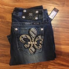 """NWT RHINESTONE FLEUR MISS ME JEANS Smoke free home. Nwt. 100% perfect condition just too big and lost receipt. Inseam is 32"""".  Will not respond to offers. No trades. Miss Me Jeans Boot Cut"""