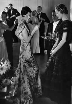 Vintage Fashion party style photo by Karl Schenker 1934 - Vintage Glamour, Vintage Beauty, Belle Epoque, 1930s Fashion, Retro Fashion, Vintage Fashion, Fashion Fashion, Victorian Fashion, Fashion Tips