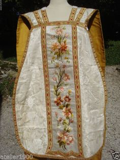 antique-19-th-c-priest-embroidered-white-silk-damask-chasuble-stole