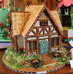 Great tips for making edible trees for cakes or gingerbread houses (dust with powdered sugar. how to make yummy edible trees for cake decorating! Cool Gingerbread Houses, Gingerbread House Designs, Gingerbread House Parties, Gingerbread Village, Gingerbread Decorations, Christmas Gingerbread House, Christmas Treats, Christmas Baking, Gingerbread Cookies
