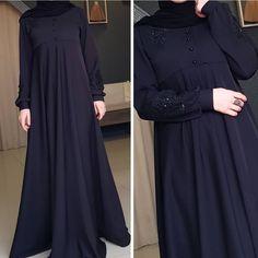 Image may contain: people standing Islamic Fashion, Muslim Fashion, Abaya Fashion, Fashion Dresses, Boho Fashion, Hijab Style Dress, Dress Up, Modele Hijab, Mode Abaya