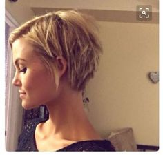 30 Hottest Pixie Haircuts 2019 - Classic to Edgy Pixie Hairstyles for women Short Pixie Haircut Edgy Pixie Hairstyles, Blonde Pixie Haircut, Layered Bob Hairstyles, Short Pixie Haircuts, Edgy Haircuts, Hairstyle Short, Short Pixie Bob, Long Pixie Cuts, Undercut Pixie