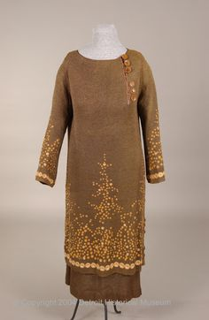 Dress (image 1) | France | 1922-25 | medium unknown | Detroit Historical Society Museum | Object #: 1948.088.127